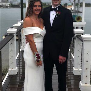 Dresses & Skirts - Very beautiful white prom dress!!